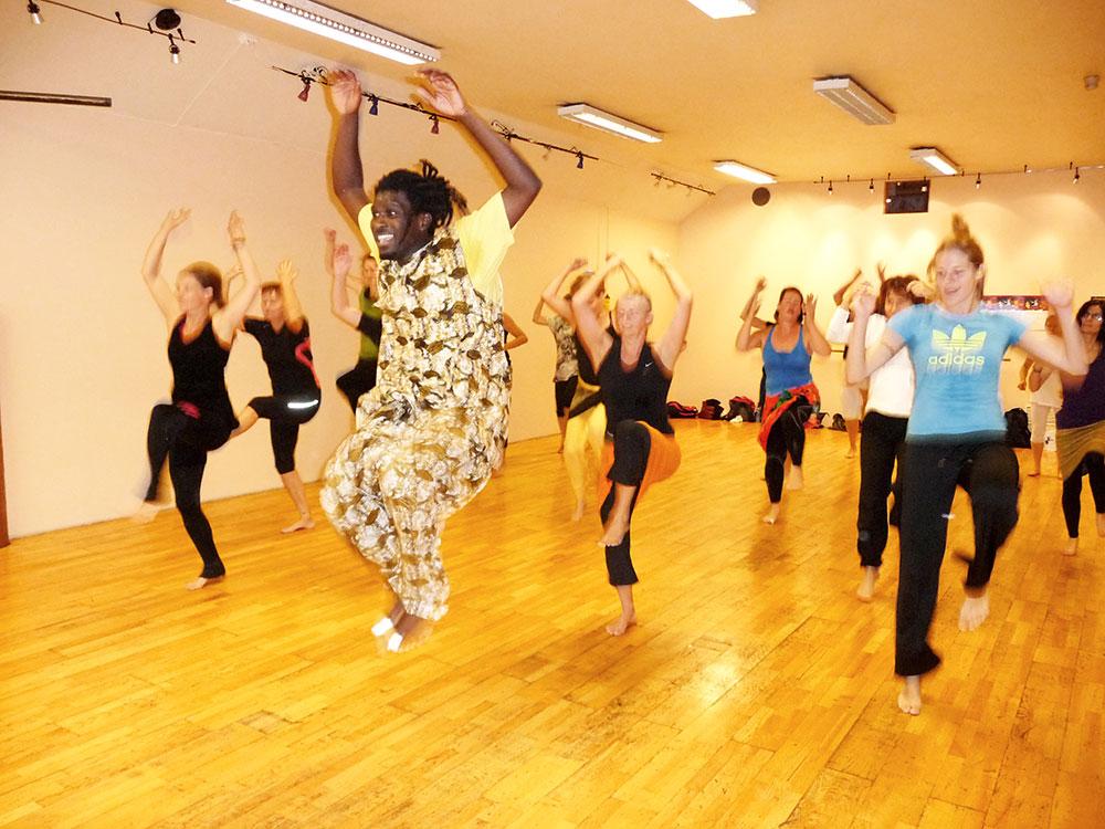 Personer som danser afrodans