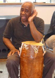 Bilde av Barth Niava på et trommekurs og afrodans
